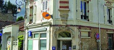 La Poste de Villennes à l'heure estivale